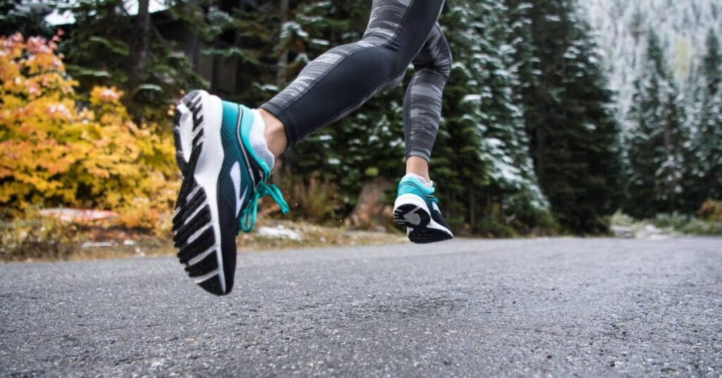 انتخاب کفش متناسب با سطحی که روی آن راه می روید