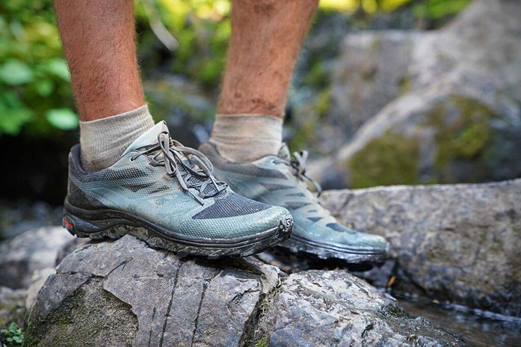 کفش مناسب دویدن در مسیرهای سنگی و مانع دار